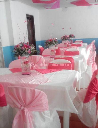 Decoración en blanco y rosa