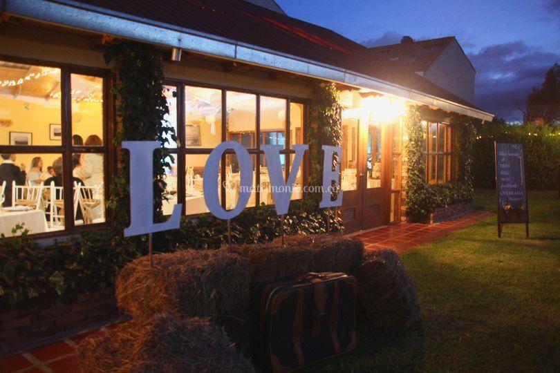 LOVE y salón