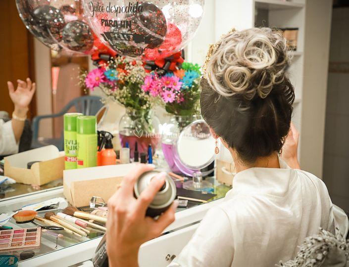 Peinado y maquillaje para
