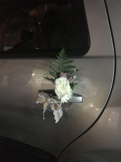 Adornos florales para el auto