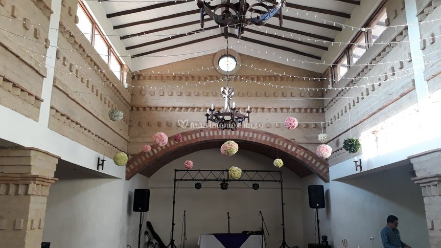 Techo iluminación y bolas