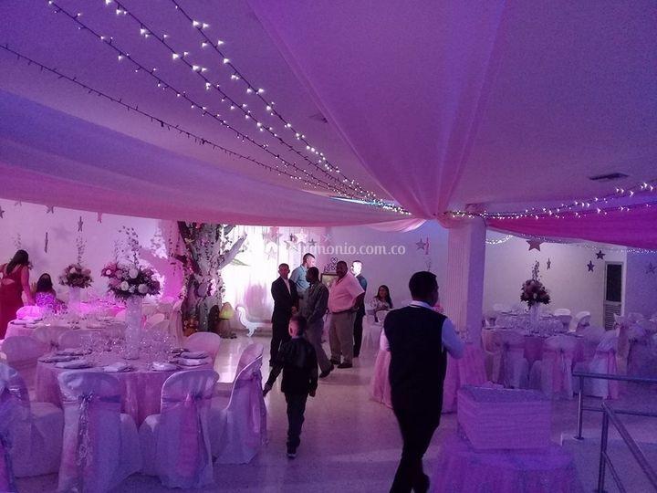 Salón cristal púrpura