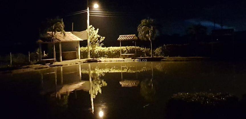 Panorámica nocturna lago