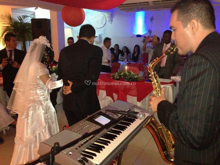 Saxofonista en matrimonios