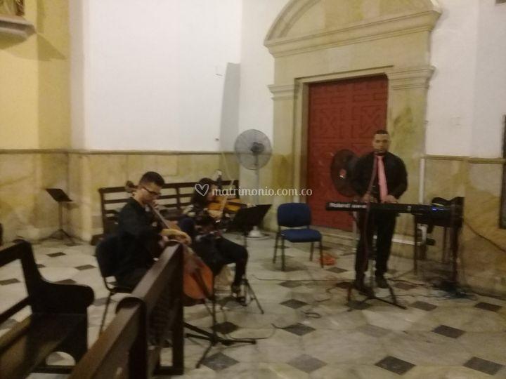 Piano, violín y chelo