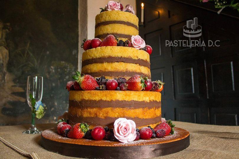 Torta desnuda o Naked cake