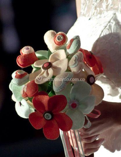 Bouquet de corazones y flores