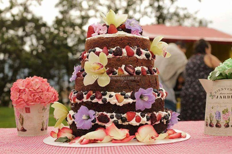Torta estilo naked cake