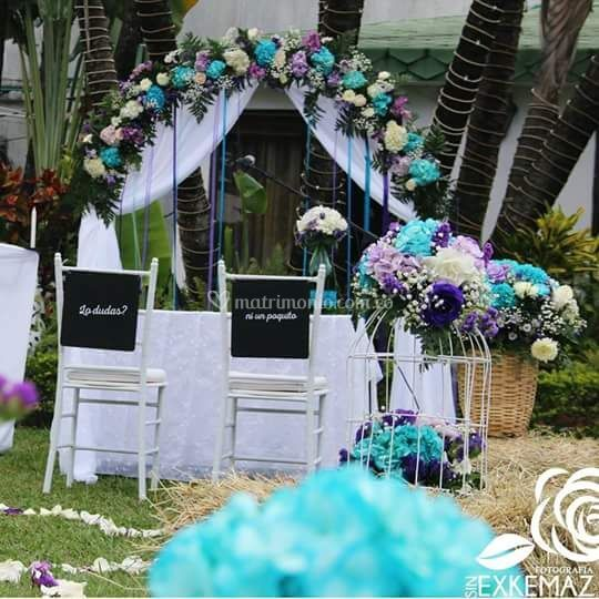 Altar azul turquesa + violeta