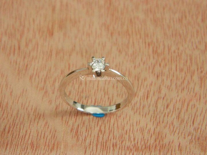 Anillo de compromiso diamantes y oro