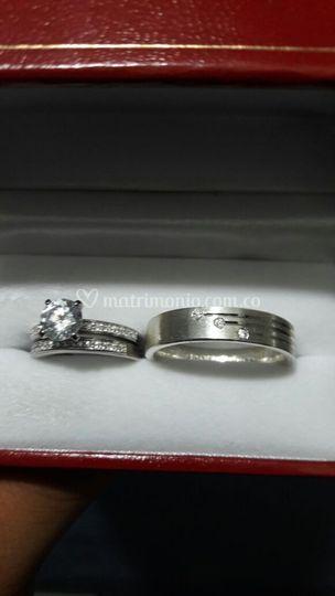 Argollas diamantes, y oro blanco