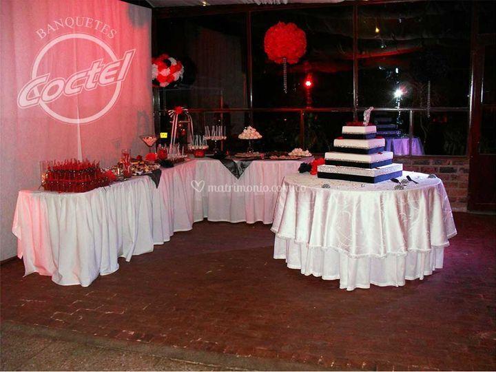 Mesas dulces y mesa del ponqué