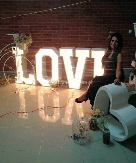 Letras love iluminadas