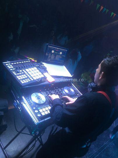 DJ Andrés González