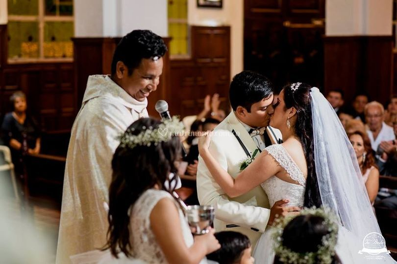 951d1113355 Puede besar a la novia