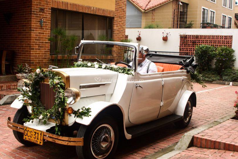 Carro clásico para la novia