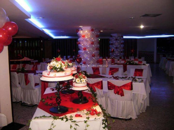 Decoración floral y con globos
