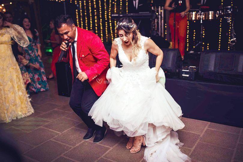 Y lo bailas sin parar