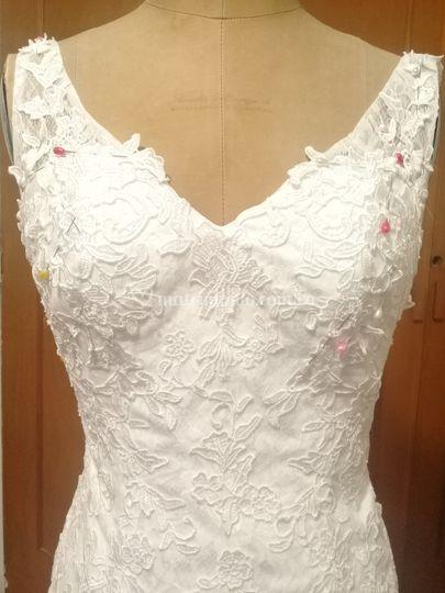 Detalle del escote del vestido