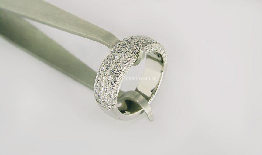 Diamond inlad ring