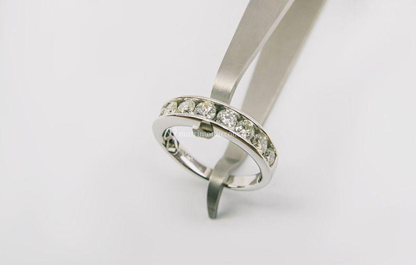 Simple diamond ring