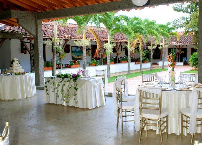 Salón decorado para el evento