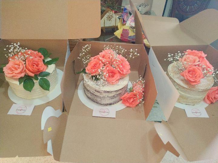 Tortas desnudas con flores nat