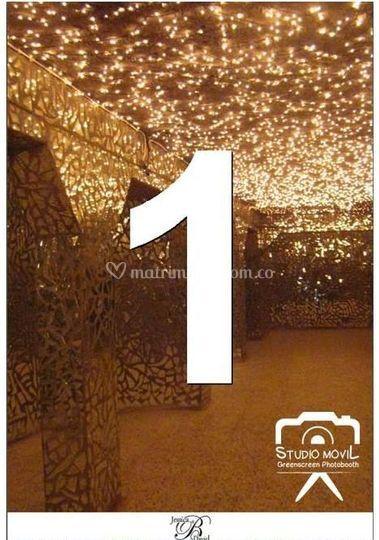 Fondo V fairy lights room