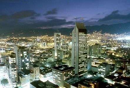 Vista nocturna de Medellín