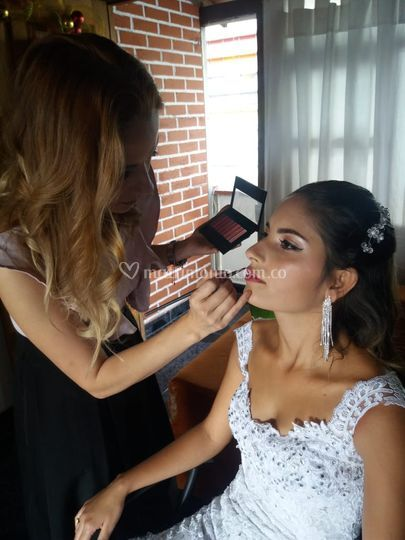 Claudia Alzate makeup
