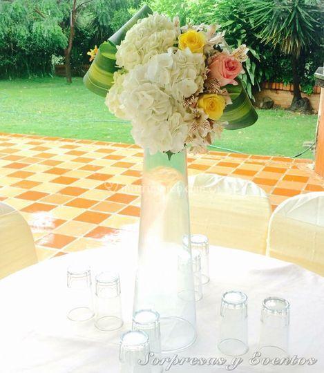 Centro de mesa floral alto