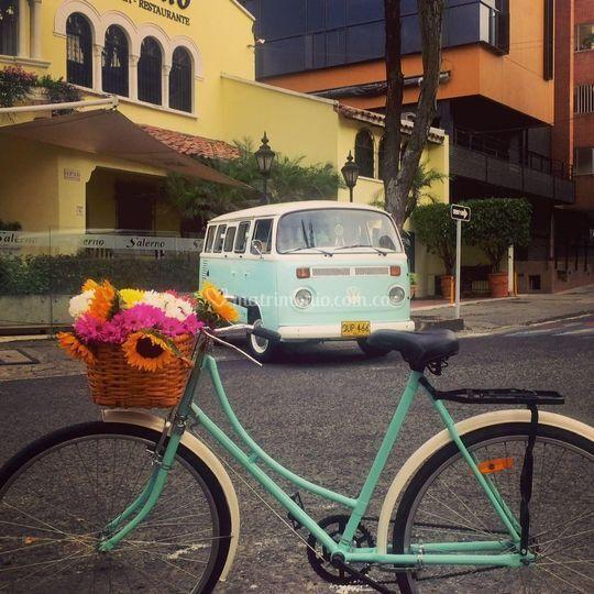 Combi VW y Bicicleta