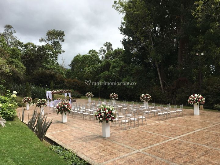 Ceremonia al aire libre.