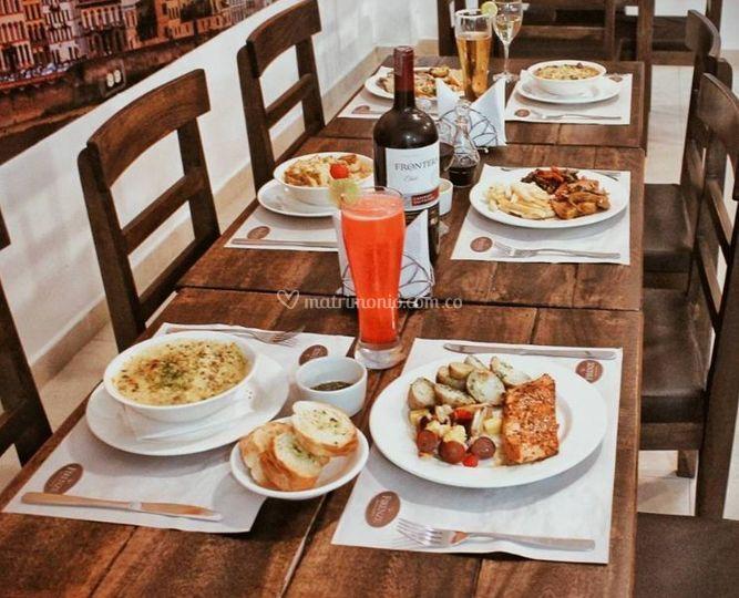 Platos en la mesa