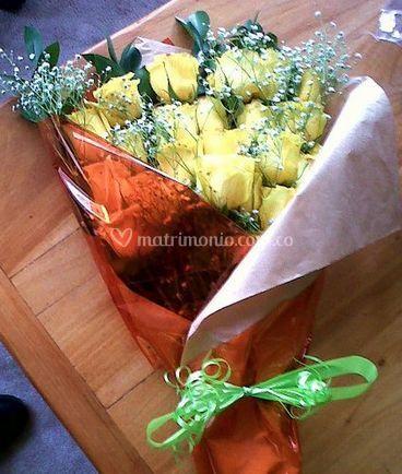 Bouquet con rosas amarillas