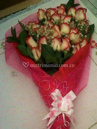 Bouquet con rosas bicolor