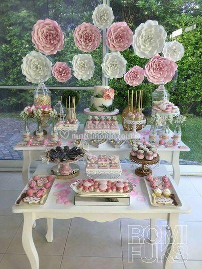 Mesa principal y dulces