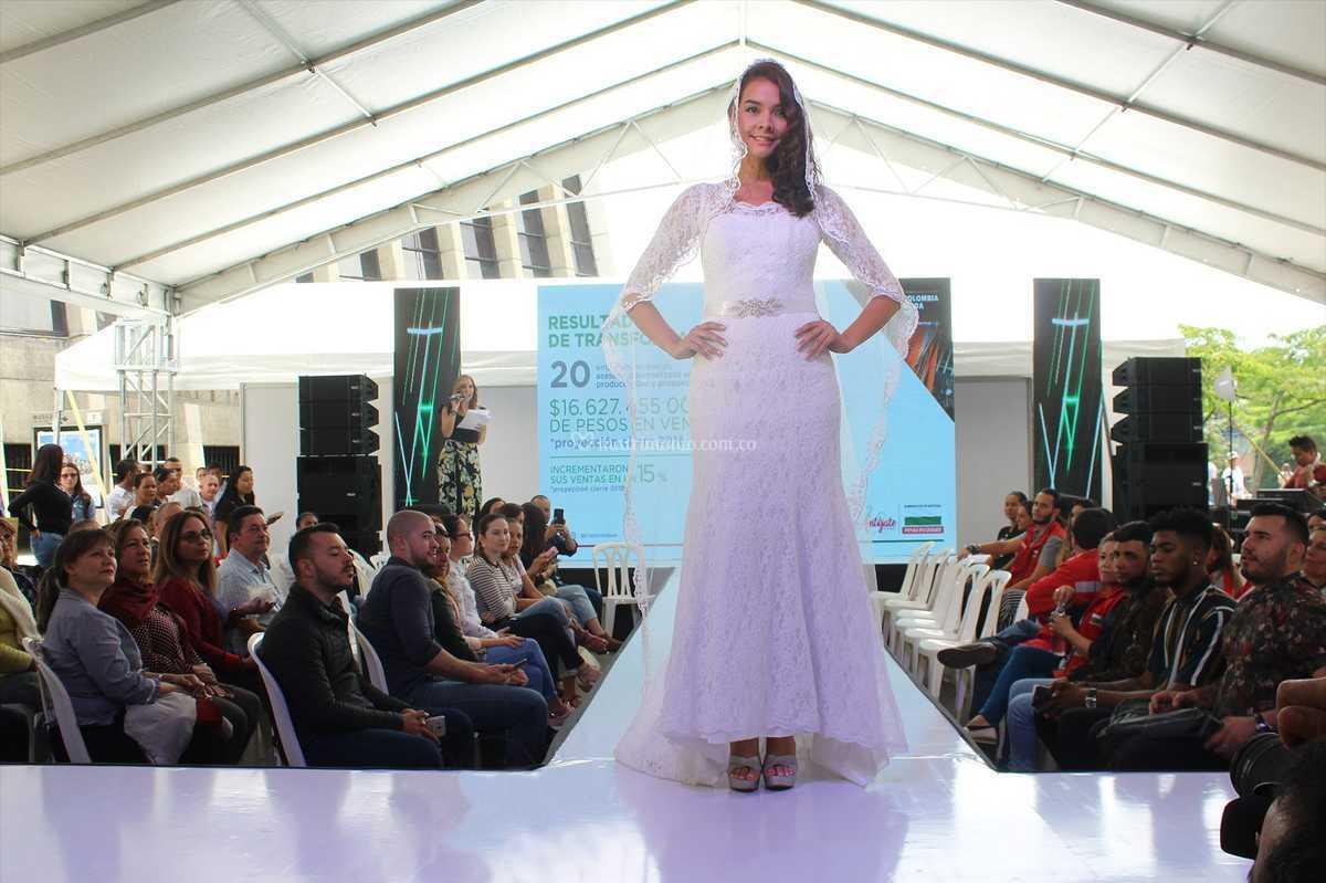 Vestidos de novia corte sirena bogota