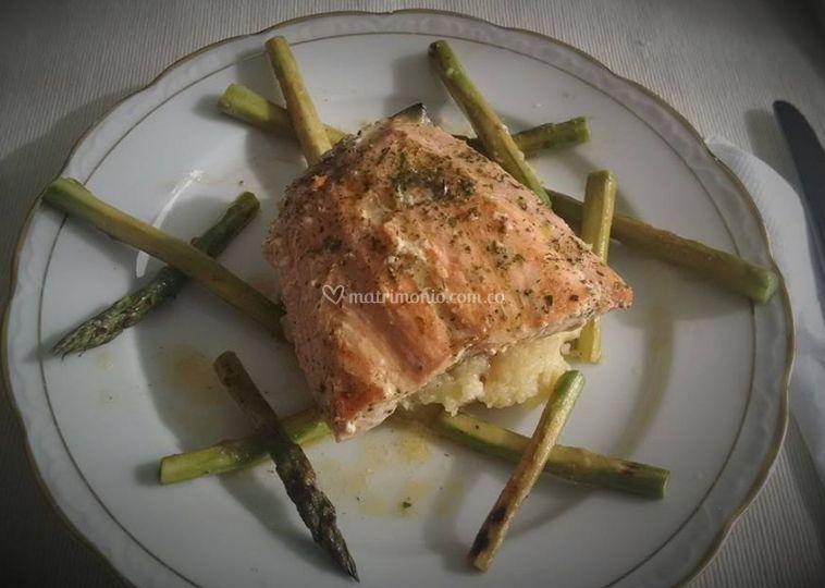 Fuerte salmón salsa bearnesa