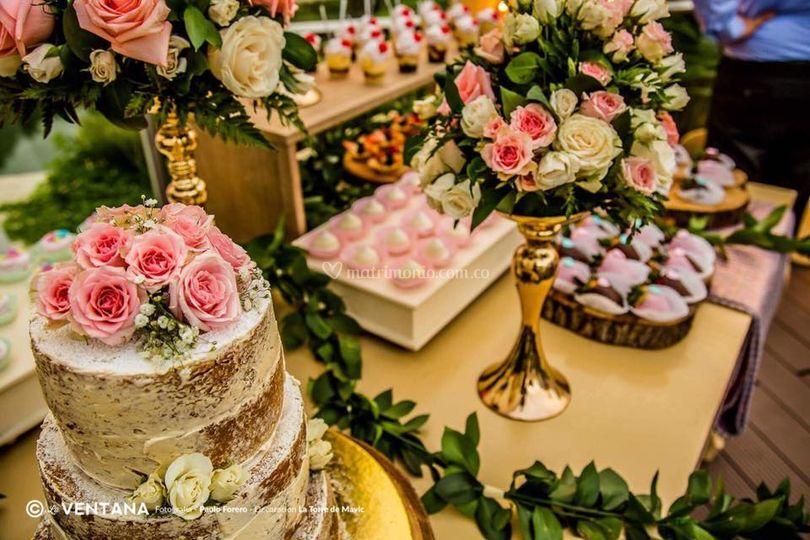 Mesa para torta y dulces