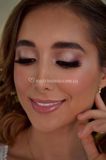 Close up maquillaje novia