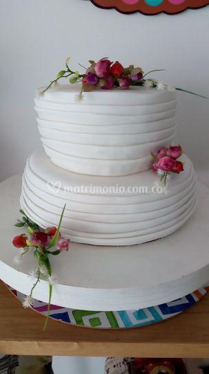 Torta de pliegues y flores