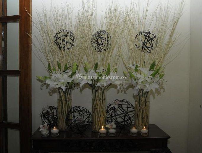 Arreglo de flores y velas