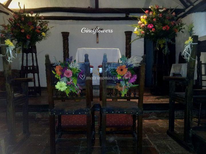 Mesa ponqué con arreglo floral