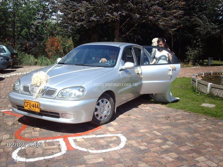 Moño frontal carro novia