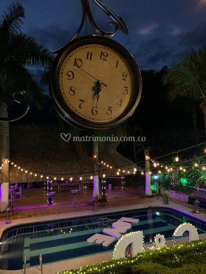 Reloj + piscina