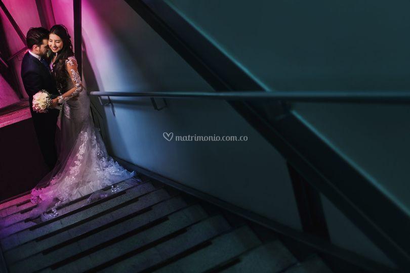 Postboda en el túnel.