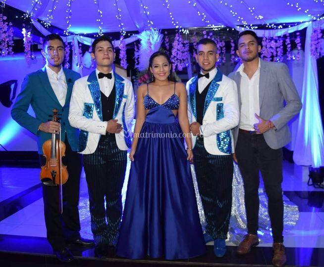 Violin, cantante y edecanes