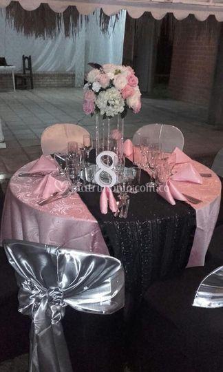 Mesa vestida y centro de mesa