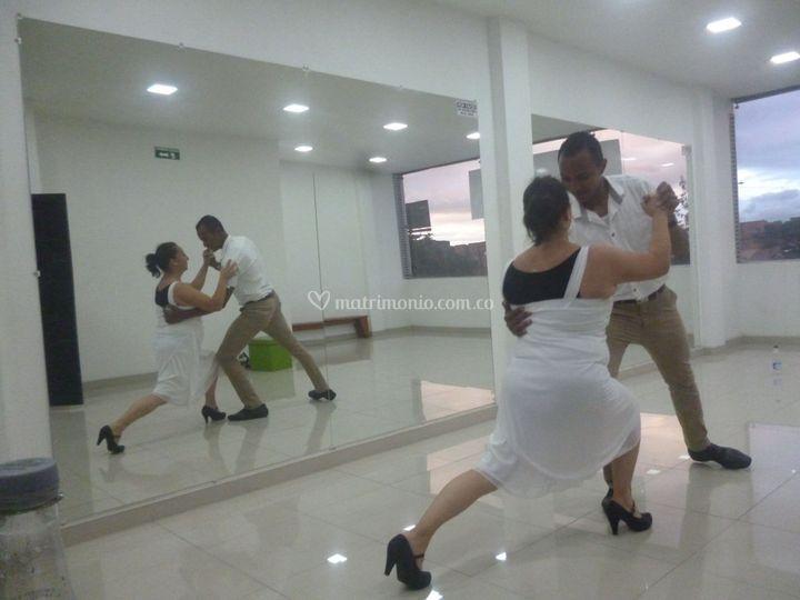 Aprenden a bailar